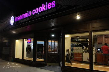 Customers sit inside Insomnia Cookie on Wednesday night enjoying the start of the next school year. || Becca Tapp © 2016